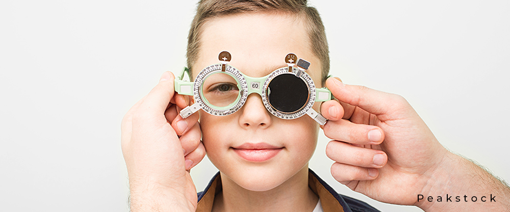 Behandlung einer Amblyopie bei einem Jungen mittels Spezial-Gläsern, welche vom Arzt eingestellt werden